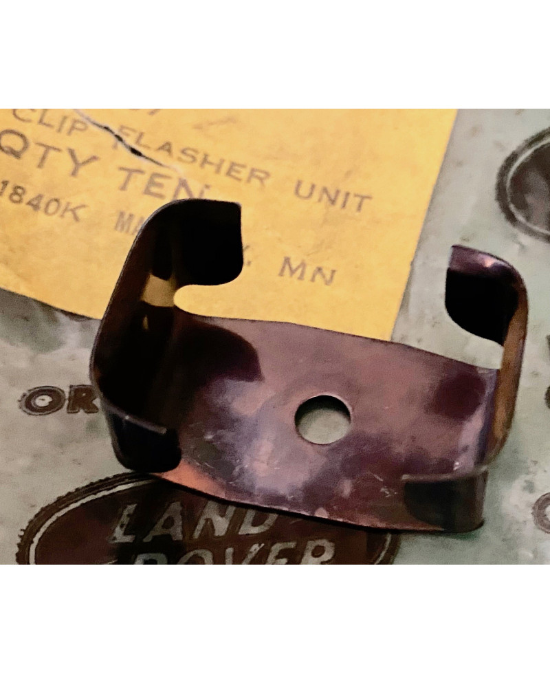 Flasher Relay to Dash Clip Series 3 567959